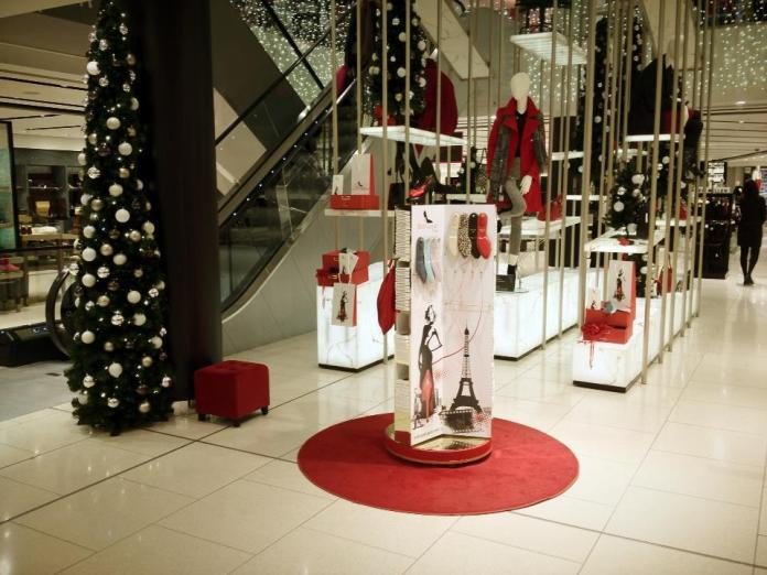 stand red carpet HOUSE OF FRASER
